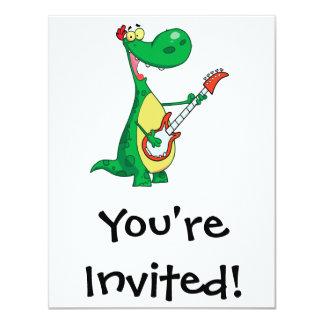 """dinosaurio divertido que toca la guitarra invitación 4.25"""" x 5.5"""""""