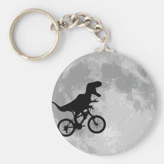 Dinosaurio en una bici en cielo con la luna llavero redondo tipo pin