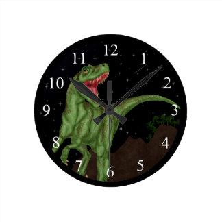 Dinosaurio - noche prehistórica reloj redondo mediano