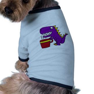 Dinosaurio púrpura divertido de T-Rex con la taza Camiseta Con Mangas Para Perro