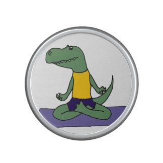 Dinosaurio verde divertido de T-Rex que hace yoga Altavoz