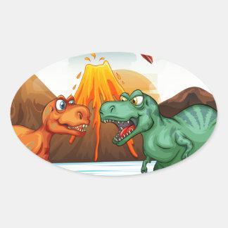 Dinosaurios que luchan en el campo pegatina ovalada