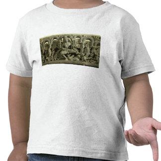 Dintel que representa la trinidad: Siva, Brahma y Camisetas