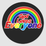 Dios ama cada uno arco iris gay pegatina redonda