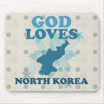 Dios ama Corea del Norte Tapete De Raton