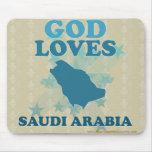 Dios ama la Arabia Saudita Tapetes De Ratones