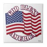 Dios bendice al americano con la bandera de los E. Teja
