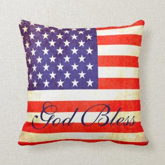 Dios bendice la almohada de la bandera de América