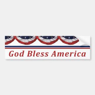 Dios bendice la bandera americana patriótica de Am Etiqueta De Parachoque