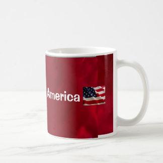 Dios bendice la bandera de América Taza Básica Blanca