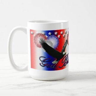 Dios bendice la taza americana patriótica de Améri