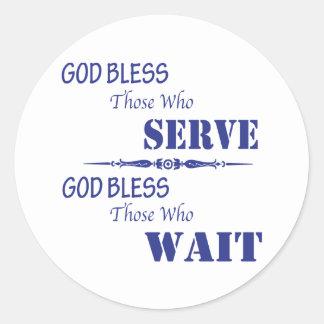 Dios bendice los que sirvan y a los que esperen pegatina redonda
