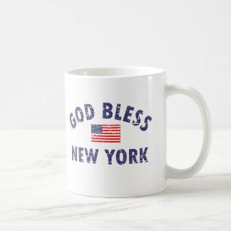 Dios bendice NUEVA YORK Taza Básica Blanca