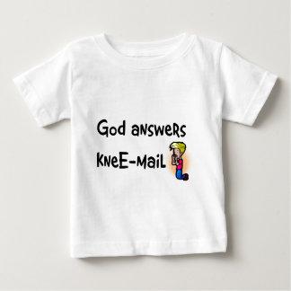 Dios contesta al regalo del cristiano del tee shirt