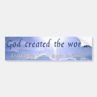 Dios creó el mundo etiqueta de parachoque