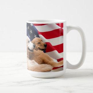 Dios de los perros perdigueros de oro bendice la taza clásica