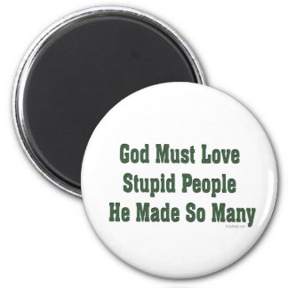 Dios debe amar a gente estúpida iman de frigorífico