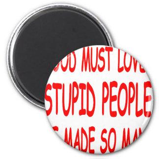 Dios debe amar a gente estúpida que él hizo tan mu imán para frigorifico