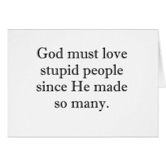 Dios debe amar a gente estúpida tarjeta de felicitación