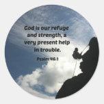 Dios del 46:1 del salmo es nuestro refugio y pegatinas redondas