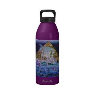 Dios egipcio antiguo Anubis y botella de agua de l