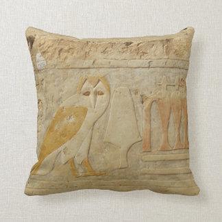 Dios egipcio antiguo del búho del jeroglífico de cojín