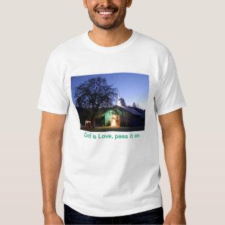 Dios es amor, lo pasa encendido camisas
