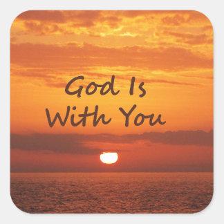 Dios es con usted puesta del sol anaranjada pegatinas cuadradases personalizadas