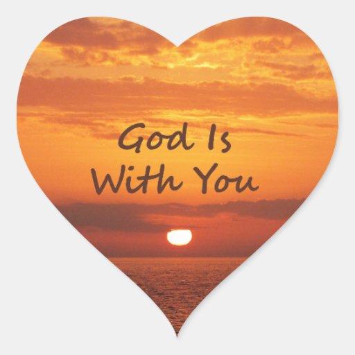 Dios es con usted puesta del sol anaranjada pegatina en forma de corazón