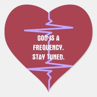 Dios es una frecuencia. Tono adentro Calcomania Corazon