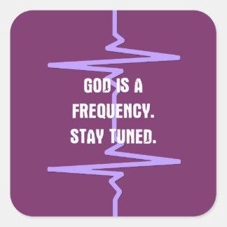 Dios es una frecuencia. Tono adentro Calcomanía Cuadradase