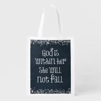 Dios está dentro de ella, ella no se caerá verso bolsas de la compra