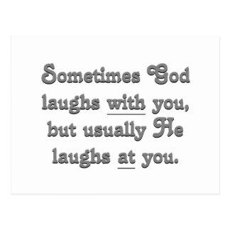 Dios está riendo postal