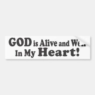¡DIOS está vivo y bien en mi corazón! Etiqueta De Parachoque