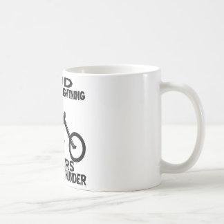 Dios hace que los motoristas del relámpago hacen e tazas de café