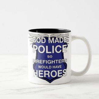 Dios hizo la taza de café de la policía