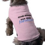 Dios hizo que persigue la camiseta ropa macota