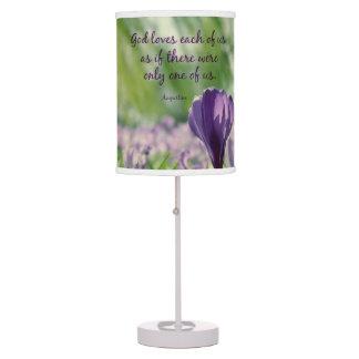 Dios inspirado ama a cada uno de nosotros cita lámpara de escritorio