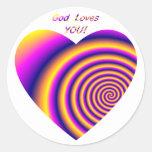 Dios le ama w/heart pegatina redonda