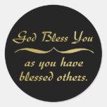 Dios le bendice pues usted ha bendecido otros pegatina redonda