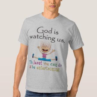 Dios nos está mirando. El lo menos que podemos Playera