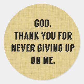 Dios nunca da para arriba en mí pegatina redonda