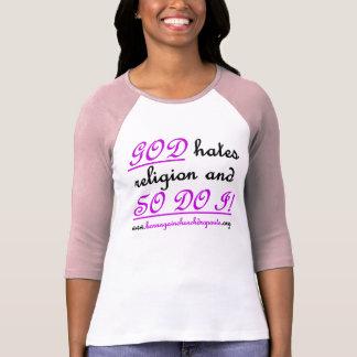 DIOS odia la religión en rosa thulian oscuro en la Camisetas