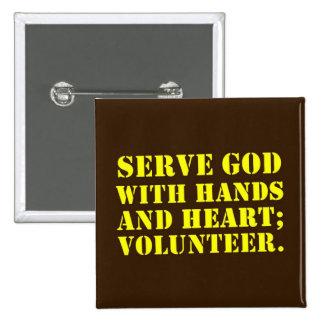 Dios voluntario del servicio con las manos y el co pins