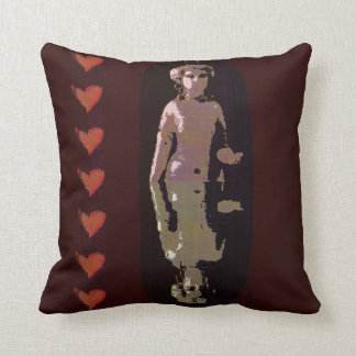 Diosa con los corazones almohadas