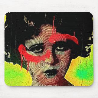 Diosa de la pintada mouse pad