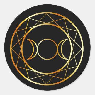 Diosa del triple del símbolo de Wiccan del oro Pegatina Redonda