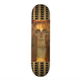 Diosa griega Athena en casco del oro por Klimt Tabla De Patinar