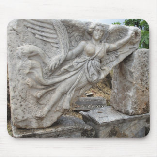 Diosa griega Nike en Ephesus, Turquía Alfombrillas De Ratones