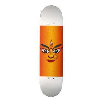 Diosa india de la máscara de la cara fresca de la  skate board